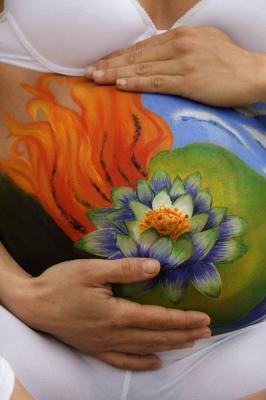 Body Paintong – Embarazada – flor de loto (Maquillaje y Fotografia: Iratxe Irizar)